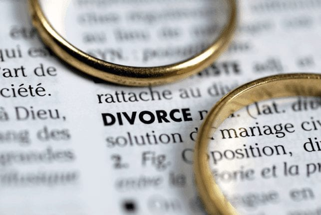Two weddings rings next to the definition of Divorce